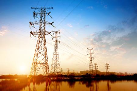 hoogspanning post.High-voltage toren hemel achtergrond. Stockfoto