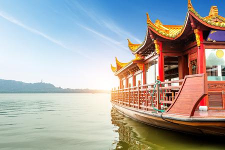 west: Traditional ship at the Xihu (West lake), Hangzhou, China Stock Photo