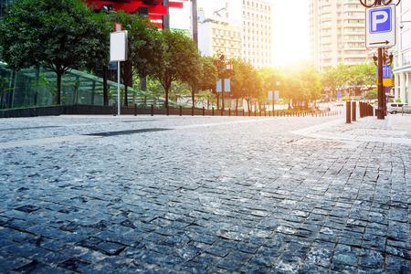 Straßen der Stadt unter grauen Fliesen, China Chongqing Fußgängerzone.