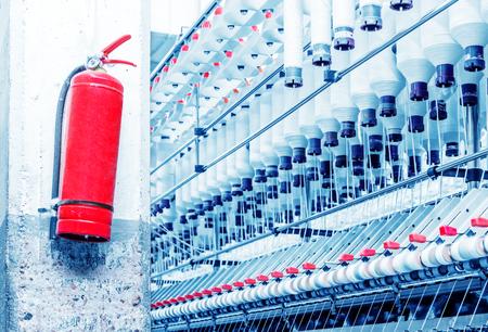 Webmaschinen und Hydranten in Textilfabriken Standard-Bild - 76077053