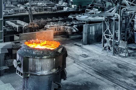molted: Large steel mills in the production workshop, filled with molten steel ladle