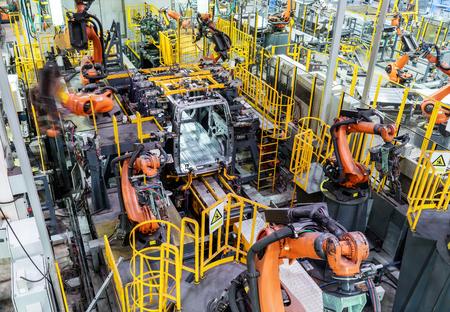 La linea di produzione automobilistica moderna, sta lavorando nel robot