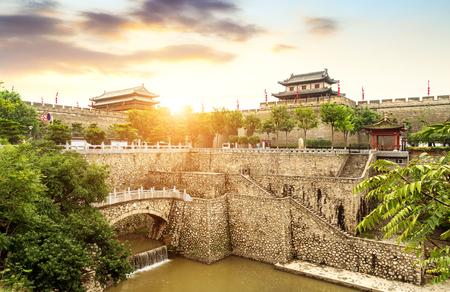 Mur de la ville antique et fossé de Xi'an, Chine Shaanxi. Banque d'images
