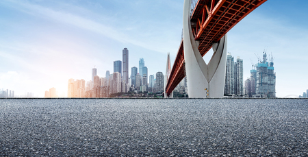 Expressway in front of the city skyline, Chongqing, China. Standard-Bild