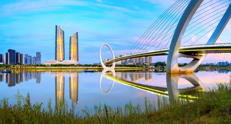 중국 난징 도시의 스카이 라인과 현대적인 건물, 황혼의 풍경.