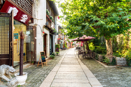 Wuxi, China - June 21, 2018: The Wuxi Grand Canal Old Street, with a total length of 5.5 kilometers, is a famous historical and cultural district. Banco de Imagens - 104323522