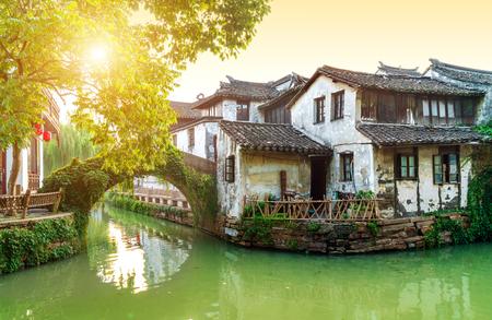 Zhouzhuang, China is een beroemde waterstad in de omgeving van Suzhou. Er zijn veel oude steden in het zuiden van de Yangtze-rivier. Stockfoto