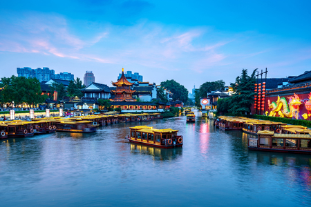 Nanjing Confucius Temple scenic region and Qinhuai River. People are visiting. Located in Nanjing City, Jiangsu Province, China. Imagens - 115669662