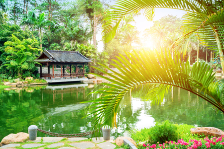 Guangxi Nanning Qingxiu Shan scenery, lakes and ancient buildings. 版權商用圖片 - 116624210