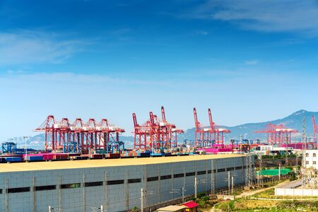 Large container terminal, Lianyungang, China. Фото со стока