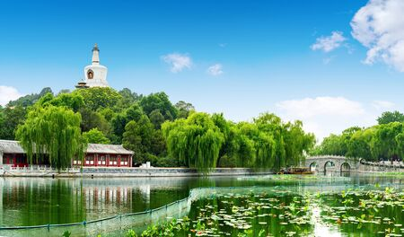 Beautiful Scene of Beijing Imperial Park: Beihai 版權商用圖片