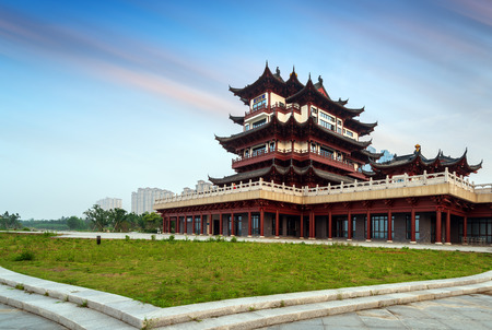 Classical building on the edge of Di Dang Lake, Shaoxing, China.Translation:Lotus Court Редакционное