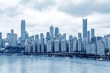 Rascacielos del horizonte de la ciudad de Chongqing de China
