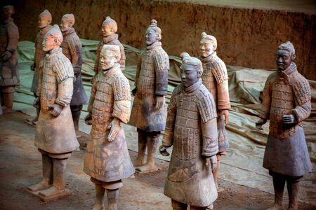 Tombeau des anciens empereurs chinois : guerriers et chevaux en terre cuite. Il y a plus de 2 200 ans. Éditoriale