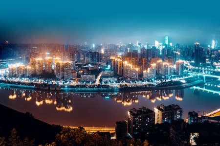 High-rise mountain city night, China's western city of Chongqing. Stockfoto