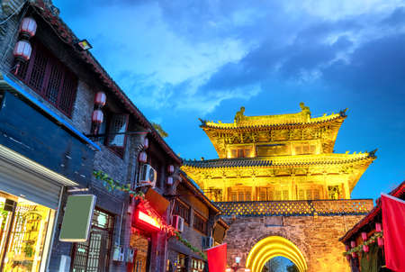 Old Street is the oldest part of Luoyang City. Foto de archivo