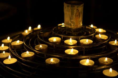 flickering: Las velas encendidas como una oraci�n, Notre Dame, catedral, Par�s, Francia