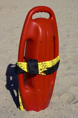 buoyancy: Red de pl�stico flotabilidad ayuda en la arena, playa de cala bona, mallorca, mallorca, espa�a  Foto de archivo