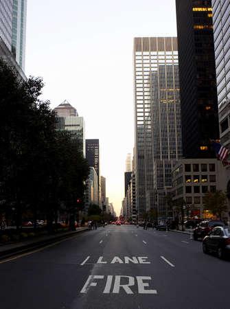emergency lane: View down park avenue corner of 50th street, manhattan, new york, america, usa Stock Photo