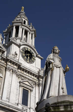 christopher: west front entrance to st pauls cathedral with the statue of queen anne in the foreground sir christopher wrens masterpiece the seat of the bishop of london built between 1675 and 1710 london england uk europe taken in june 2006 Stock Photo