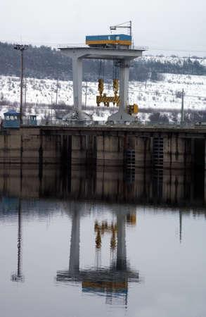 gantry crane for lifting the HPP valves