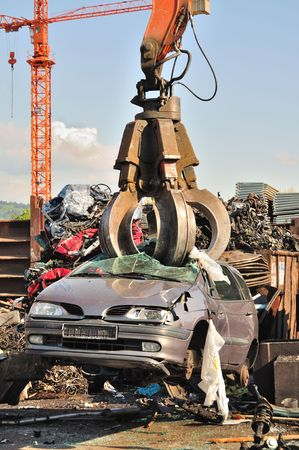 discarded metal: Thousands of old cars will be destroyed at the scrapyard in Germany