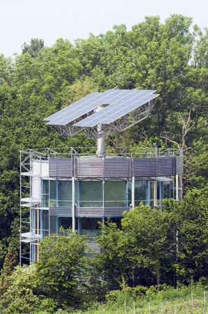 automatically: Solar House That Automatically Turns To The Sun