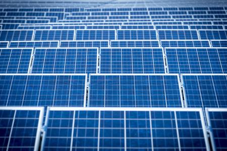 energia solar: Los paneles solares fotovoltaicos para la producción de energía eléctrica renovable