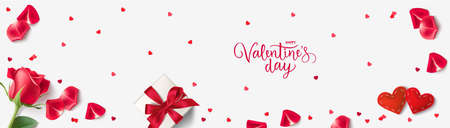 Happy Valentine's Day design template. Vector lettering. Holiday greeting text. Valentines Day background with gift box, red hearts, confetti, rose and red rose petals. 版權商用圖片 - 163492652