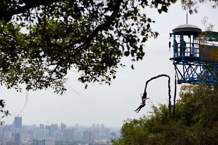 bungee jumping: Puenting en la monta�a de Baiyun, Guangzhou