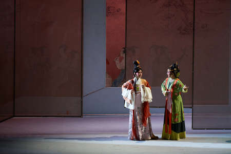 yong: Opera show of Liu Yong on the stage Editoriali