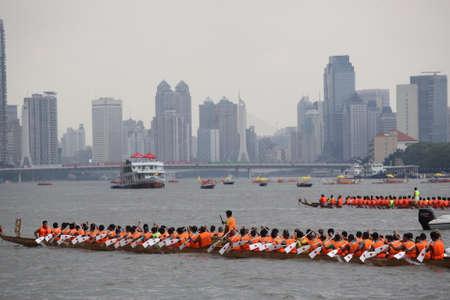 bateau de course: Dragon Boat Festival de bateau-dragon course �ditoriale
