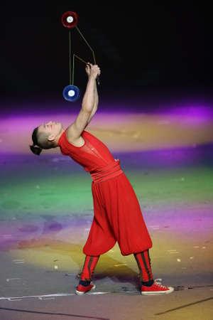 troupe: Yo yo acrobatics