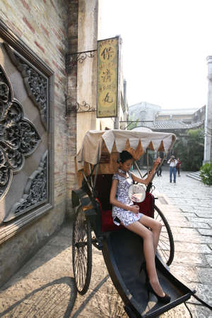 rikscha: Rickshaw cheongsam woman