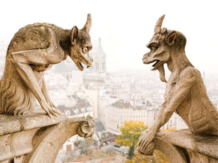 waterspuwer: Paris Notre Dame cathedra beroemde demonen Stockfoto