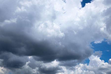 precipitaci�n: Por lo general, la precipitaci�n alcanza el suelo en forma de lluvia Foto de archivo