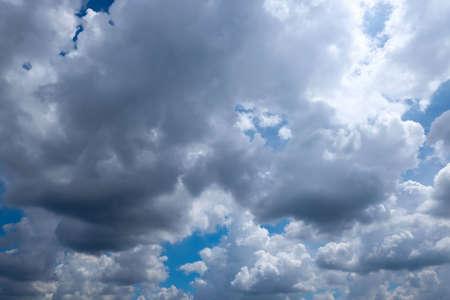 precipitacion: Por lo general, la precipitaci�n alcanza el suelo en forma de lluvia Foto de archivo