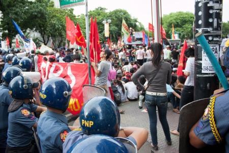 objecion: La independencia de Filipinas, d�as de alzas Editorial
