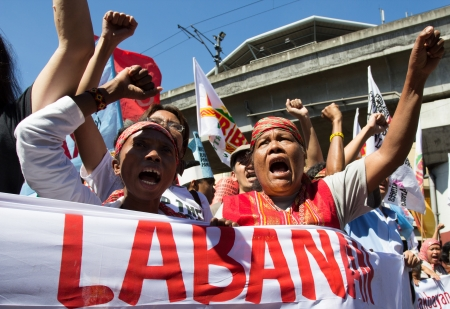 diritti umani: Manila, Filippine-10 dicembre 2012: Protesta preso d'assalto il 64 Dichiarazione universale dei diritti dell'uomo a Manila Editoriali