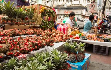 February 6, 2013: Filipino-Chinese community preparing for chinese new year in Chinatown, Manila, Philppines Stock Photo - 17914198