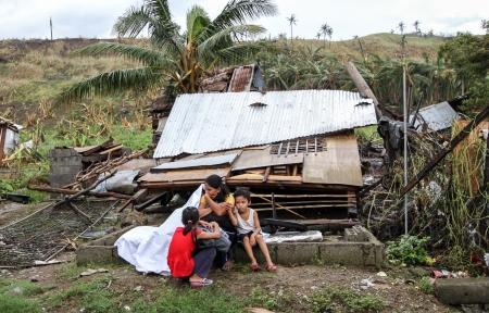 タクロバン、レイテ島-11 月 16, 2013年スーパー台風ヨランダ国際名 Haiyan 無数の家、浸水の都市や町を破壊した、4,000 人のフィリピン人死者と行方不