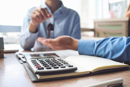 Calculator and business Insurance authorities showing an insurance policy and dealing the policyholder must to sign