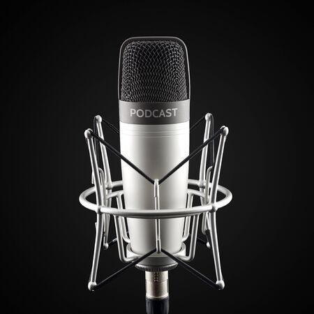 Silver studio condenser microphone with podcast word on black background Banque d'images