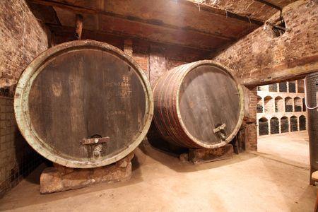 Shot eines Weinkellers. Standard-Bild