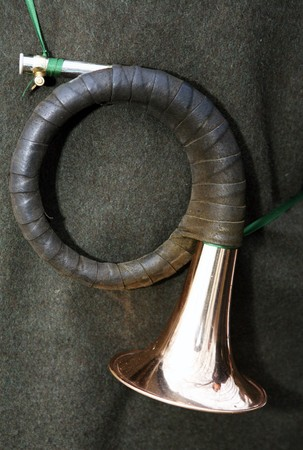 Hängende Jagdhorn mit grünen band