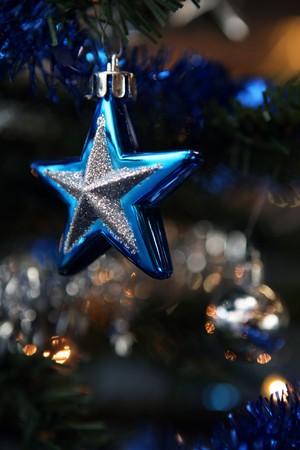 Detail der Dekoration auf Weihnachtsbaum