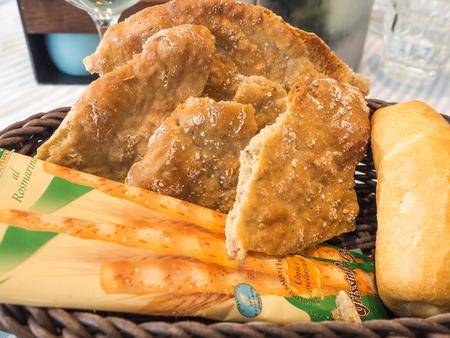 plato del buen comer: Pan tradicional Tirol del Sur el buen estado de conservación en seco y crujiente ?? ?? Shüttelbrot de 2015