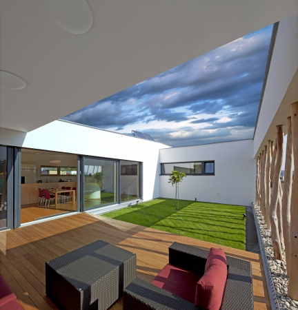 peaceful: Beautiful new peaceful, modern home Stock Photo