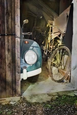 오래 된 자동차와 자전거