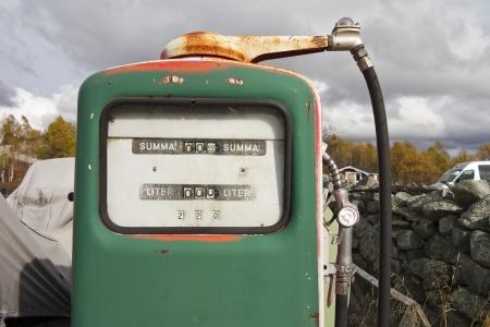 vintage gas pumpe photo